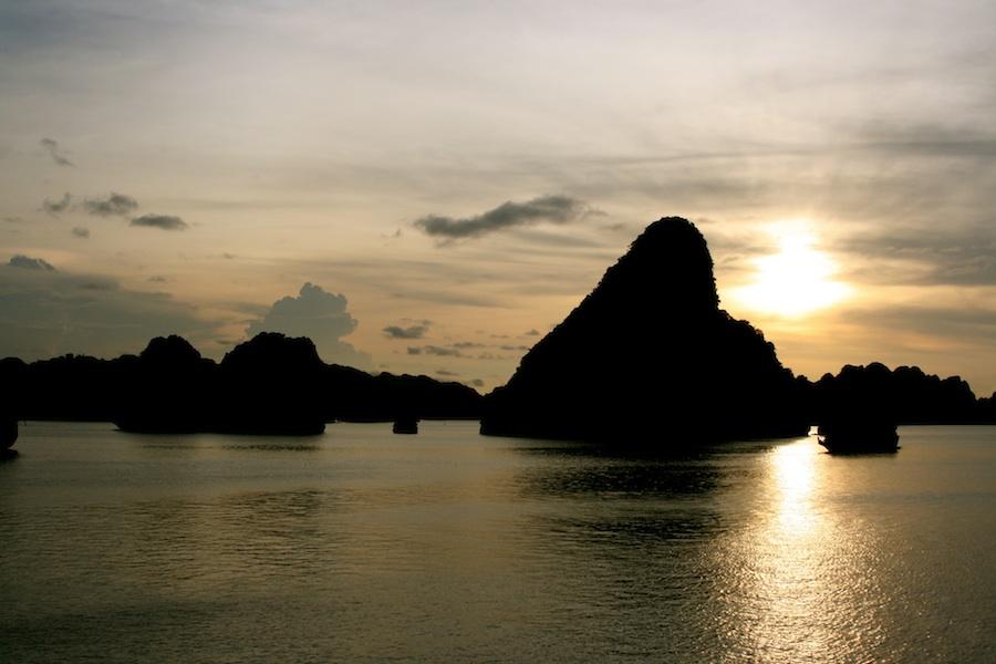 IMG_2382_Vietnam_Ha_Long_bay_sm.jpg