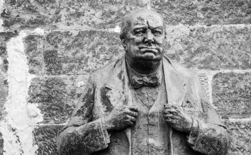 Winston_Churchill_stone_wall_810_500_55_s_c1.jpg